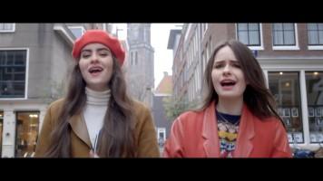 cap_sarah & julia - on my way (vals theme song)_00_02_18_118
