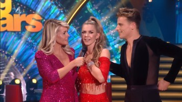 cap_Dancing With The Stars_20190907_1957_01_22_15_53
